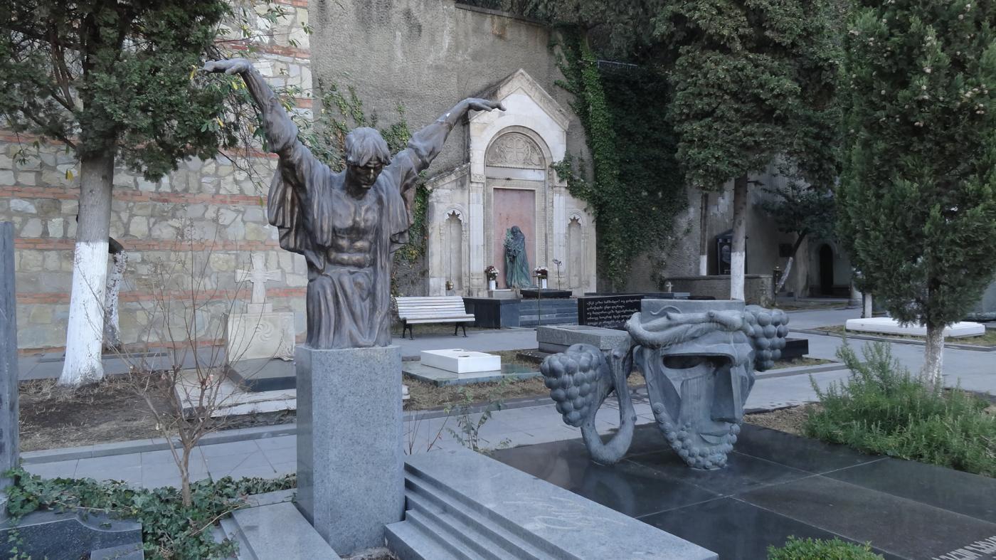 Картинки по запросу грузия пантеона «Мтацминда»